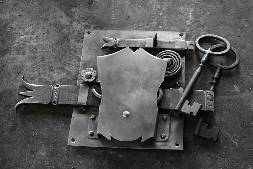 Χειροποίητες παραδοσιακές κλειδαριές, σιδηρουργείο Δημητρίου Χατζή, Τήνος