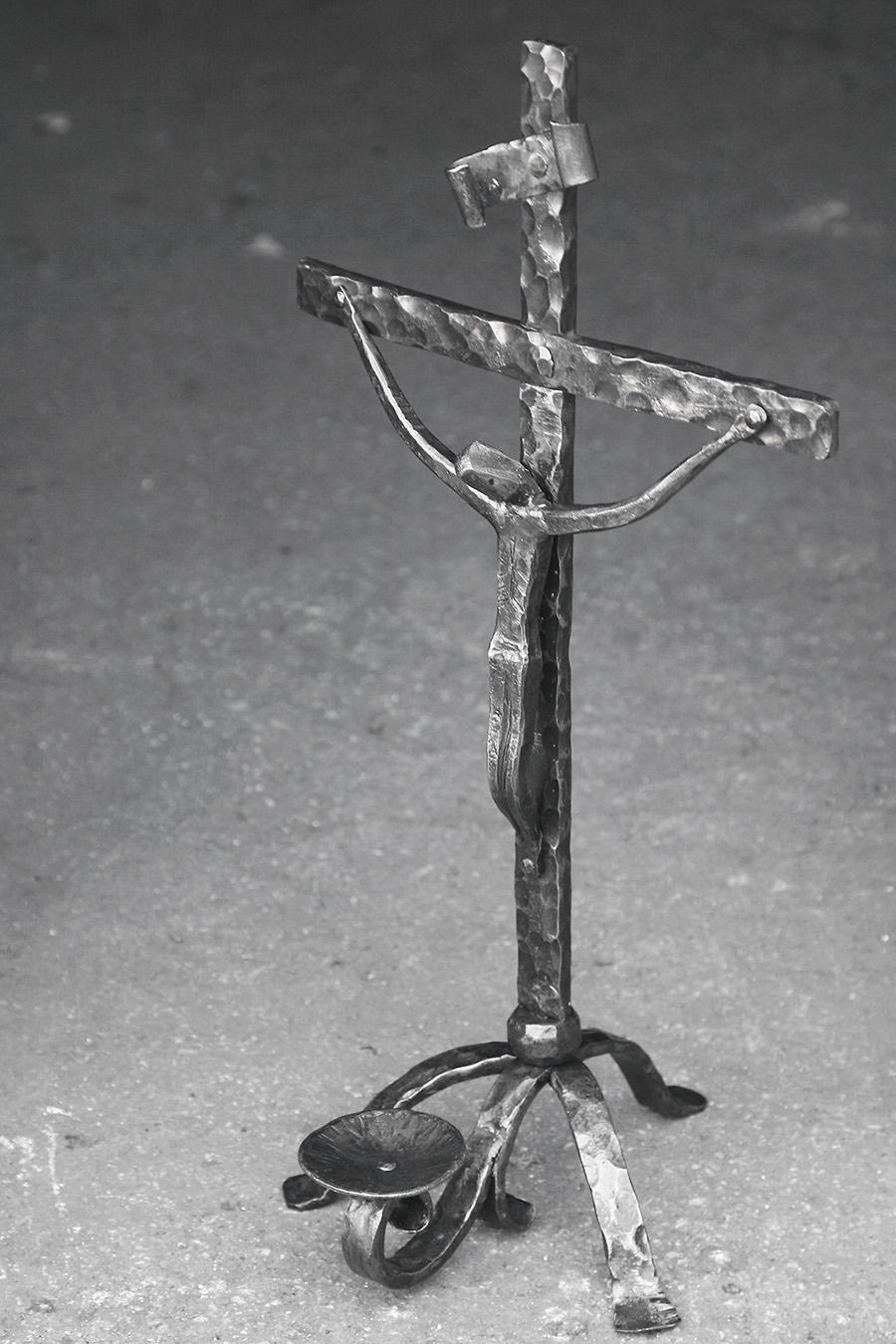 Χειροποίητοι μεταλλικοί σταυροί, σιδηρουργείο Δημητρίου Χατζή, Τήνος